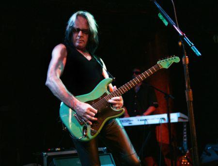Todd_Rundgren_guitar